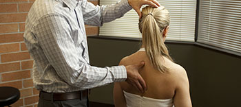 Chiropractic treatment for neck and back pain relief